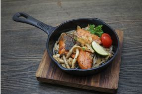 718. FRIED SALMON WITH MUSHROOMS
